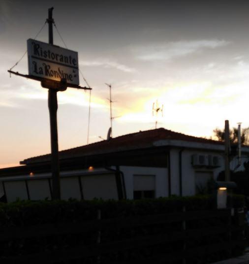 La Rondine ( c/o Bagno la Rondine )